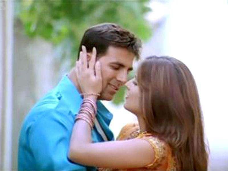 ROMANTIC! Katrina Kaif's chemistry with Akshay Kumar is intense in Rafta Rafta from Namastey London.