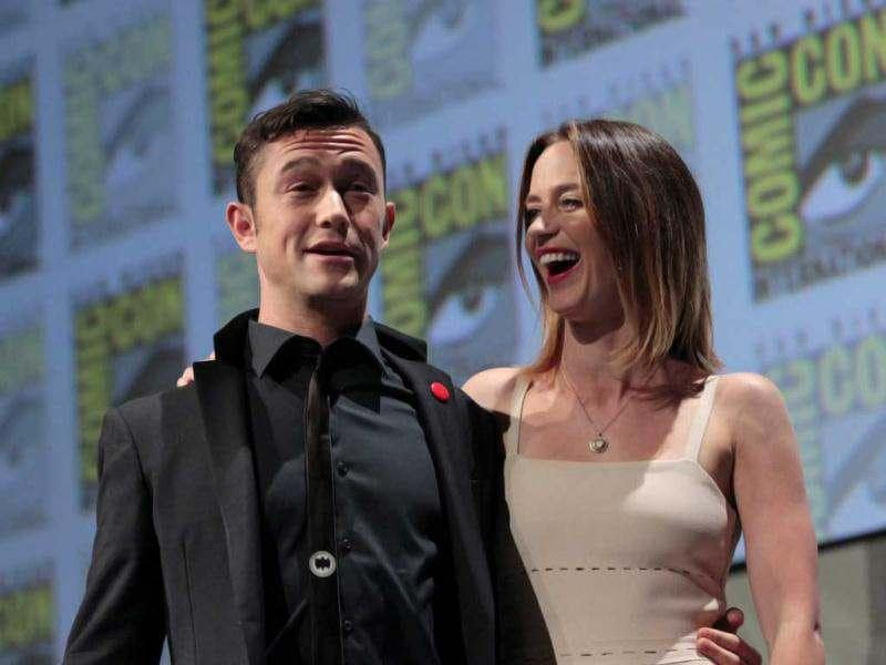 Cast members Joseph Gordon-Levitt and Emily Blunt pose after a panel for Looper during the Comic Con International Convention in San Diego, California July 13, 2012. (Reuters)