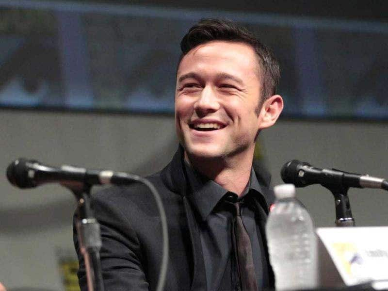 Cast member Joseph Gordon-Levitt smiles during a panel for Looper, at the Comic Con International Convention in San Diego, California July 13, 2012. (Reuters)
