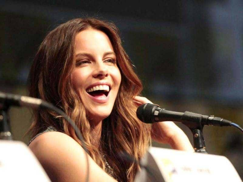 Cast member Kate Beckinsale smiles during a panel for Total Recall during the omic Con International Convention in San Diego, California July 13, 2012. (Reuters)