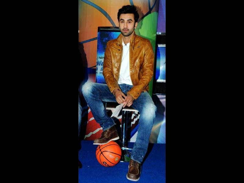 Ranbir Kapoor looks fairly decent in a casual look.