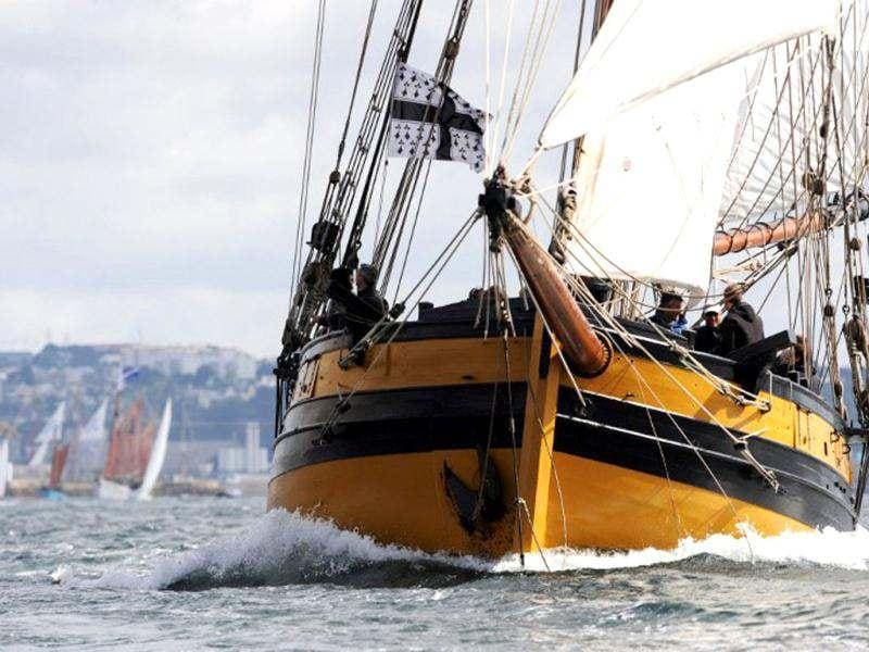 A traditional boat sails in Brest seaport as part of the 2012 Tonnerres de Brest maritime festival which features thousands of traditional sailboats.(AFP Photo/Alain Jocard)