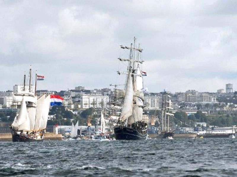 Traditional boats sail in Brest seaport as part of the 2012 Tonnerres de Brest maritime festival which features thousands of traditional sailboats .(AFP Photo/Alain Jocard)
