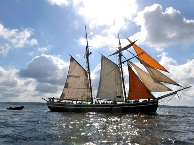 A traditional boat sails in Brest seaport as part of the 2012 Tonnerres de Brest maritime festival which features thousands of traditional sailboats. (AFP Photo/Alain Jocard)