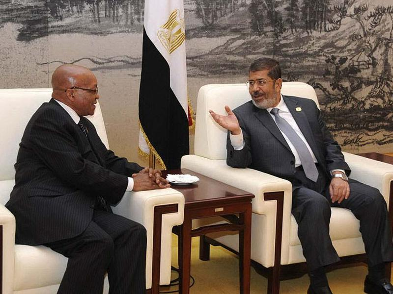 Mohamed Mursi (R) meets with South Africa's President Jacob Zuma at the African Union (AU) leaders' meeting in Addis Ababa. REUTERS/Egyptian Presidency