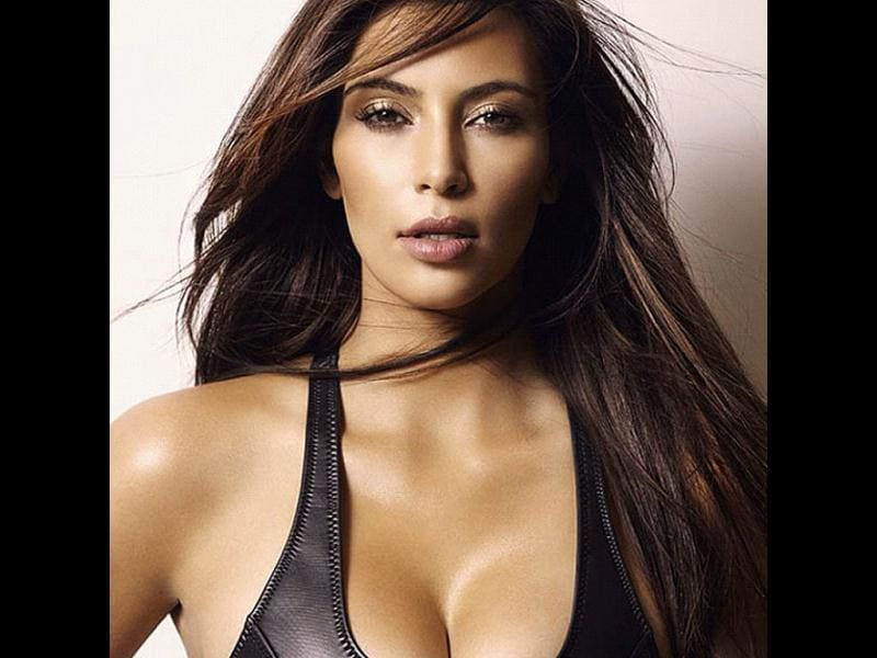 Kim Kardashian looks sizzling hot in this one also.