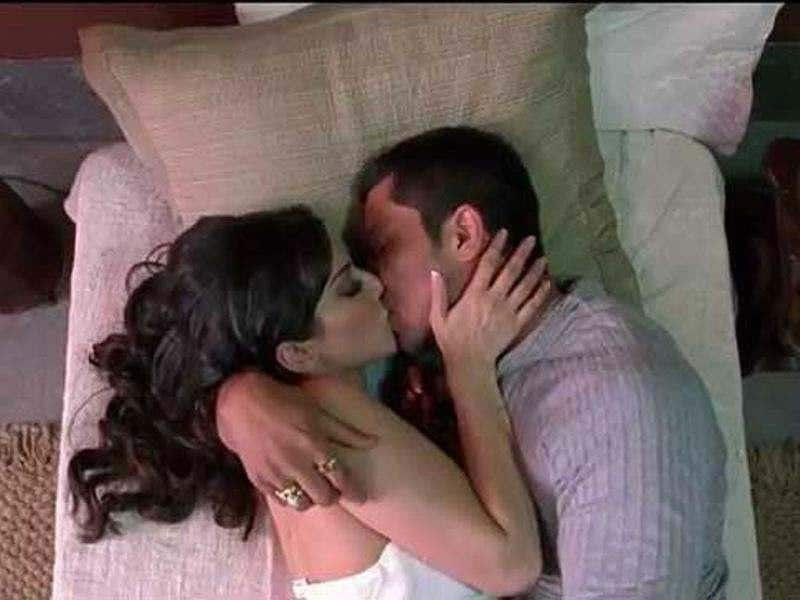 The chemistry between Sunny Leone and Randeep Hooda is intense in the number as they lock lips, indulge in steamy embraces and get cosy.