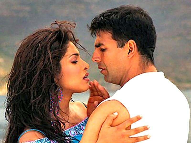 Priyanka Chopra steamed up the screen with Akshay Kumar in Aitraaz (2004).