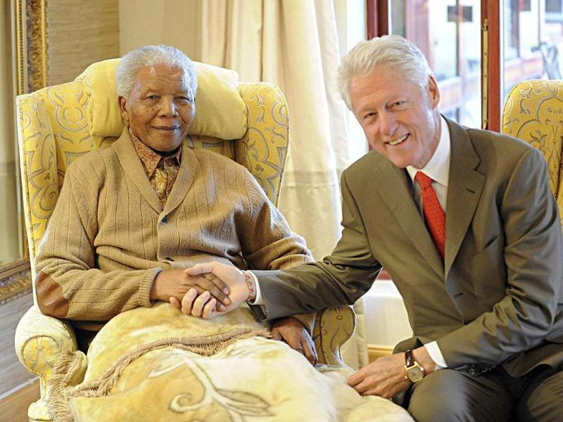 Former US president Bill Clinton visits former South African president Nelson Mandela at his home in Qunu in South Africa's Eastern Cape province. (Reuters file photo)