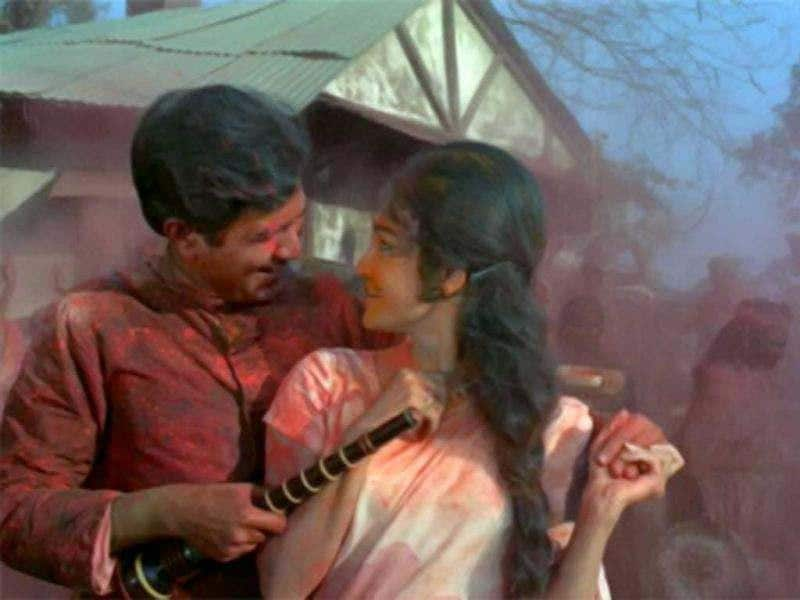 Paired with Asha Parekh in this one, Rajesh Khanna plays Kamal Sinha in the movie. The movie was directed by Shakti Samanta and was the second among the nine movies Samanta and Rakesh Khanna teamed in. The movie gave us superhit tracks like Yeh Jo Mohabbat Hai, Yeh Shaam Mastani and Pyaar Deewana Hota Hai, Mastaana Hota Hai.