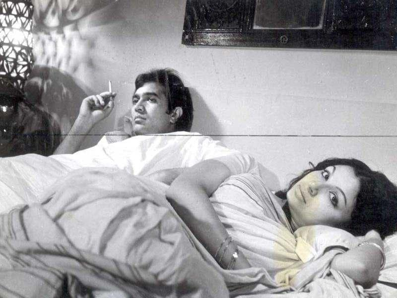 Rajesh Khanna and Sharmila Tagore displayed a striking contrast to their chemistry in Aradhana in Aavishkar, which was about marital discord.