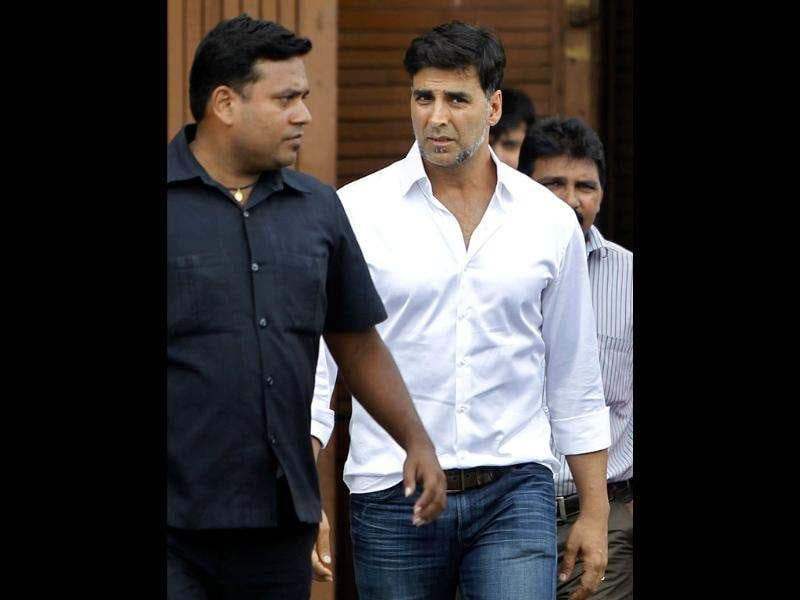 Rajesh Khanna's son-in-law and actor Akshay Kumar broke the news to the media.
