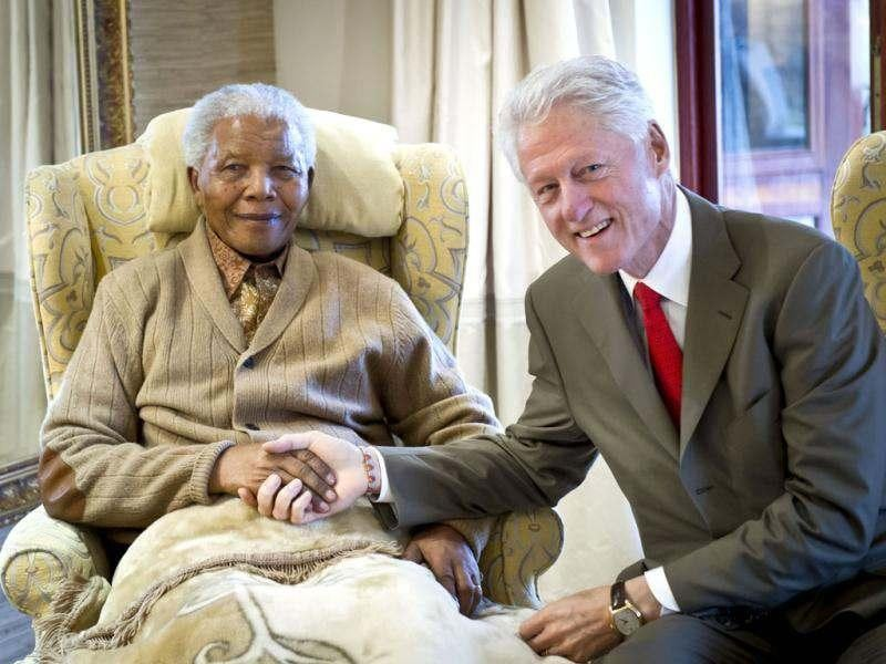 Former US president, Bill Clinton pays a visit to former South African president Nelson Mandela at his home in Qunu, Eastern Cape, on the eve of Mandela's 94th birthday. AFP/Barbara Kinney