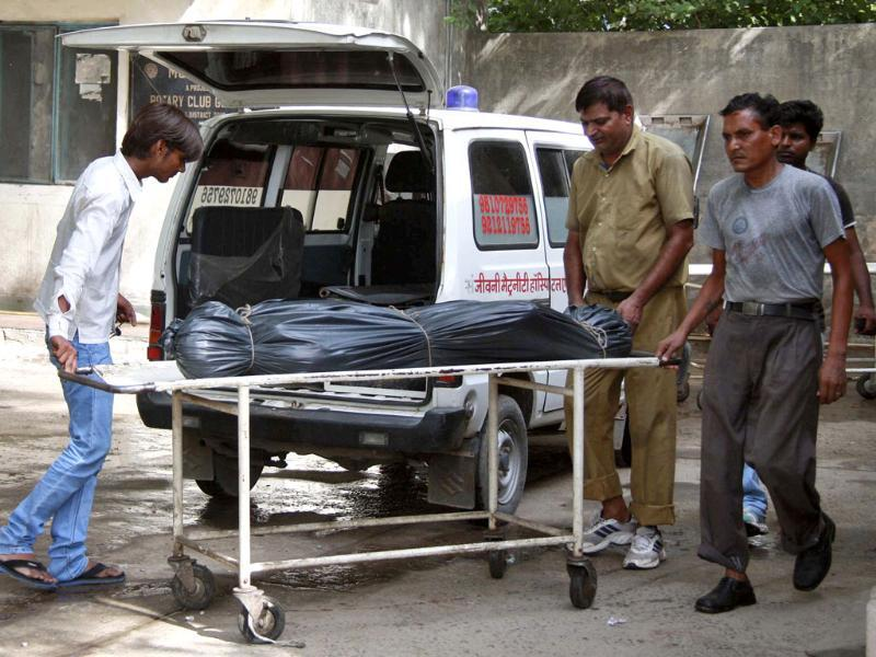 Hospital staff move the covered body of Awanish Kumar Dev, human resources manager at Maruti Suzuki plant in Manesar, from a hospital morgue in Gurgaon. Reuters/Stringer
