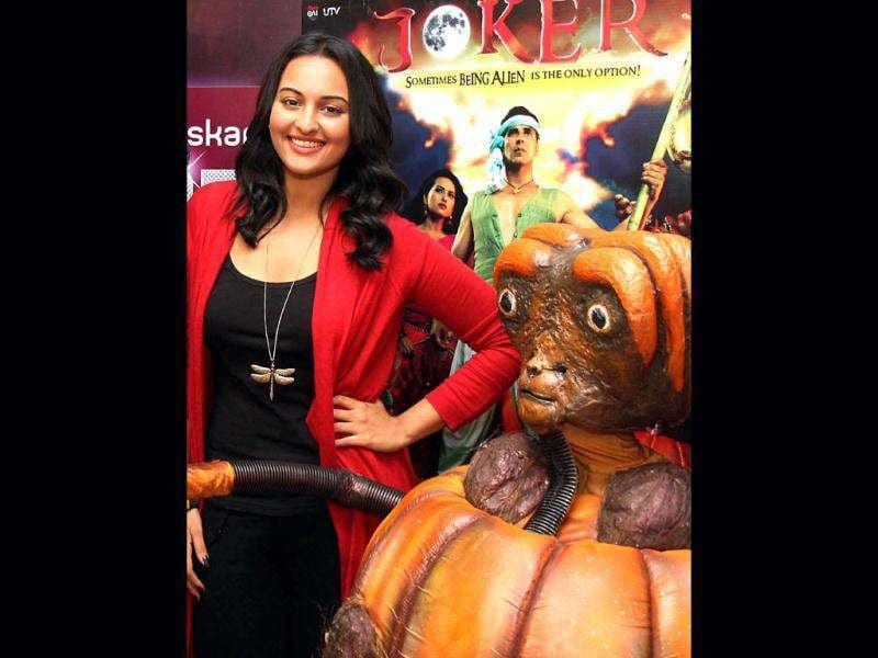 Sonakshi Sinha flaunts her red and black outfit during Joker promotion.