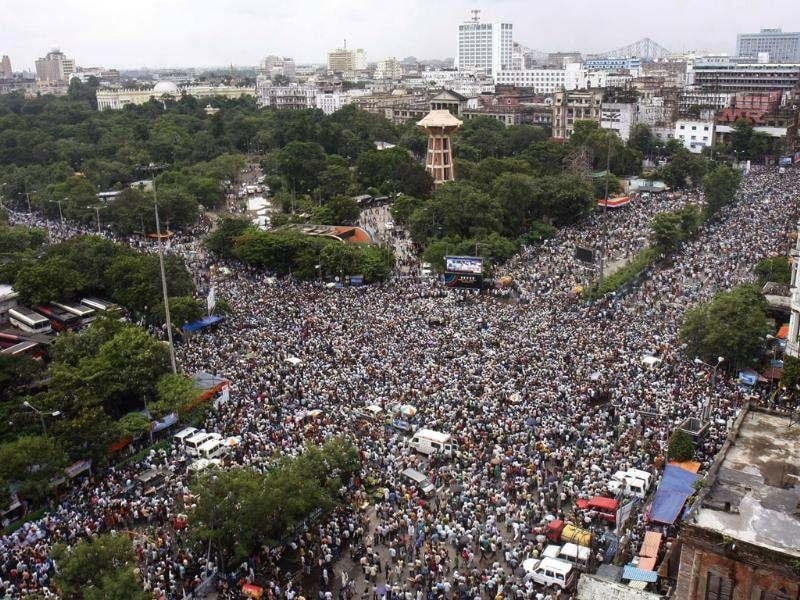 Crowded streets during the Martyr's Day Rally organized by the All India Trinamool Congress at Esplanade Crossing in Kolkata, India. HT/Samir Jana