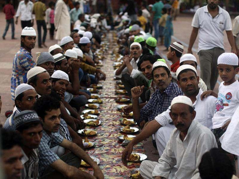 Muslims wait to start their Iftar (fast-breaking) meal during the holy month of Ramadan at the Jama Masjid (Grand Mosque) in the old quarters of Delhi. (Reuters)