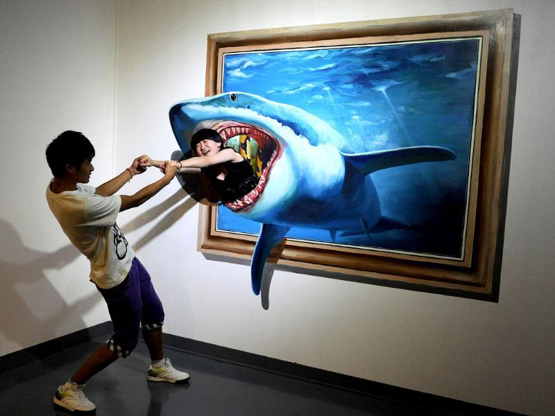 This photo shows visitors interacting with a 3D painting at the Magic Art Special Exhibition in Hefei, east China's Anhui province. (AFP photo)