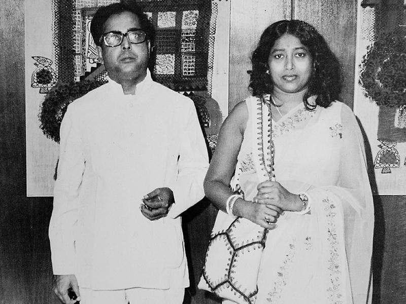 Pranab Mukherjee with his wife, Suvra Mukherjee in 1987. The two preferred to stay at 13, Talkatora Road even though Mukherjee was entitled to a better bungalow in his capacity as the finance minister. HT file photo