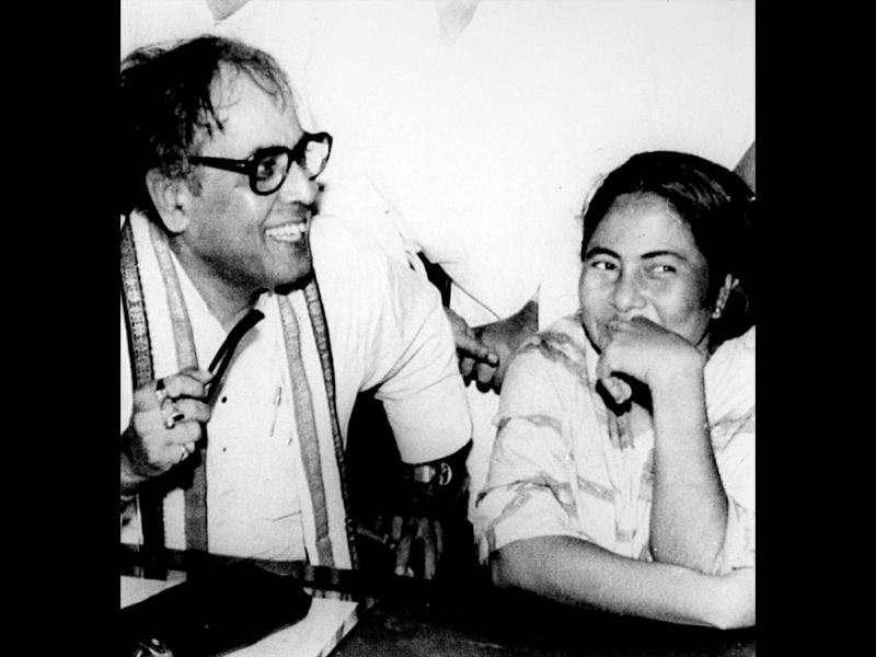 Pranab Mukherjee in celebration mode with the then state Youth Congress (I) chief Mamata Banerjee after his victory in the biennial poll to Rajya Sabha from West Bengal in 1993. HT file photo