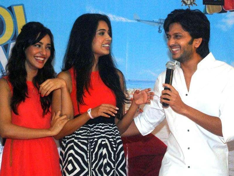 Actress Neha Sharma, Sarah Jane Dias with Riteish Deshmukh during the promotion of Kyaa Super Kool Hain Hum. (UNI photo)