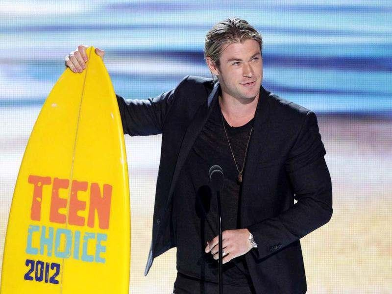 Actor Chris Hemsworth accepts the Choice Summer Movie Star: Male Award at the Teen Choice Awards. (Reuters photo)
