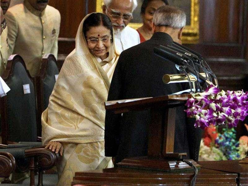 President Pranab Mukherjee and his predecessor Pratibha Patil exchange their chairs after the former took oath as 13th President of India at a special ceremony in the Central Hall of Parliament in New Delhi. PTII/Shahbaz Khan