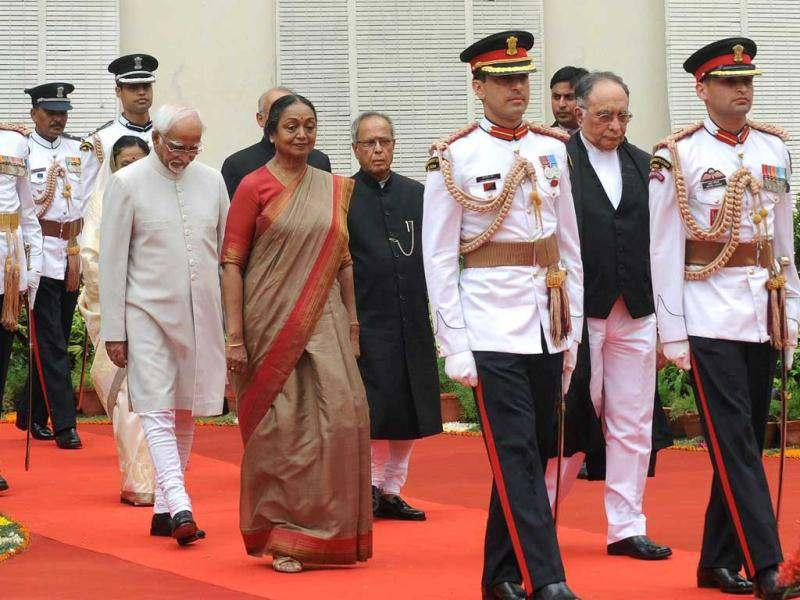New President Pranab Mukherjee is escorted by outgoing President of India, Prathibha Patil, parliamentary speaker Miera Kumar and vice president Hamed Ansari (2L) as he arrives for his swearing-in ceremony at Parliament in New Delhi.AFP/Raveendran