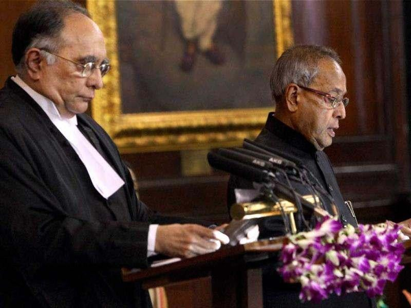 Chief Justice of India SH Kapadia administers oath of office to new President Pranab Mukherjee at a special ceremony in the Central Hall of Parliament in New Delhi. PTI/Shahbaz Khan