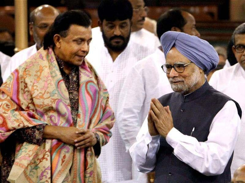 Prime Minister Manmohan Singh and Mithun Chakrabarty during President Pranab Mukherjee's swearing-in ceremony in the Central Hall of Parliament in New Delhi. PTI/Shahbaz Khan
