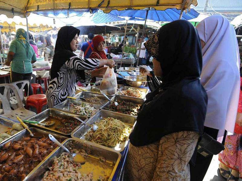 This picture shows Thai Muslims buying food at a market to break their fast, in Thailand's southern Narathiwat province. Muslims fasting in the month of Ramadan must abstain from food, drink and sex from dawn until sunset, when they break the fast with the meal known as Iftar. AFP/Madaree Tohlala