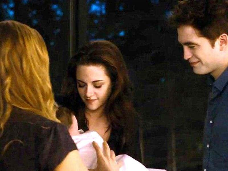 Bella gives birth to Renesmee, her daughter from Edward.
