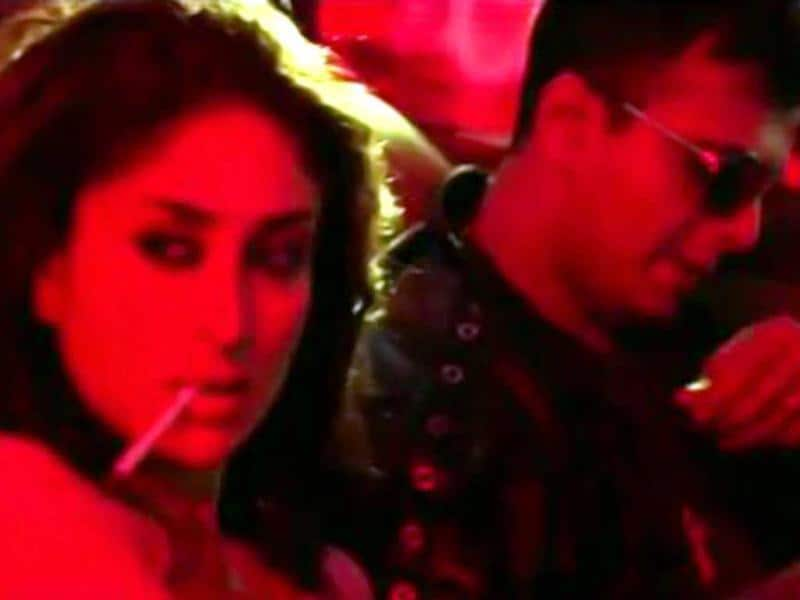 Kareena Kapoor smokes again.