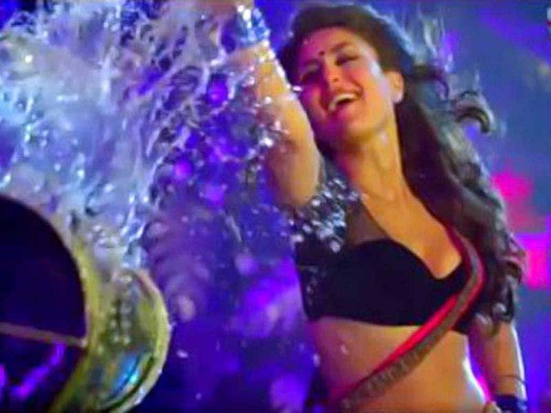 Kareena Kapoor in the hot item song Halkat Jawani.