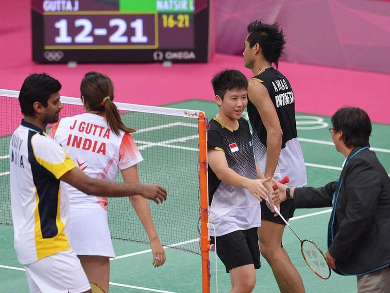 Indonesia's mix double Lilyana Natsir shakes hands with referee next to teammate Ahmad Tontowi (R) and opponents Jwala Gutta and Diju V during their mix double group play stage at the London 2012 Olympic Games in London. Indonesia's Lilyana Natsir and Ahmad Tontowi won 21-16, 21-12. AFP/Adek Berry