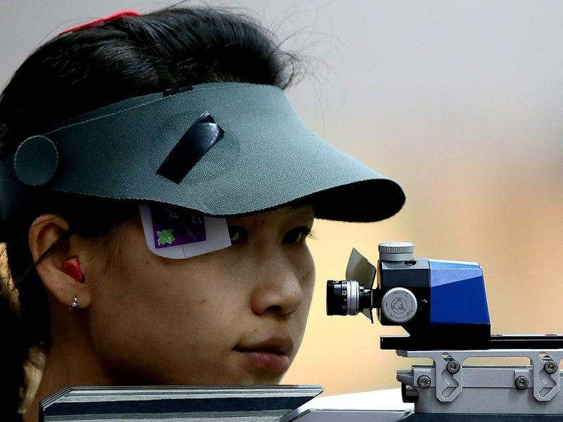 China's Yi Siling, the first gold medalist, competes during the 10m Air Rifle Women qualification at the London 2012 Olympic Games at the Royal Artillery Barracks in London. (AFP Photo)