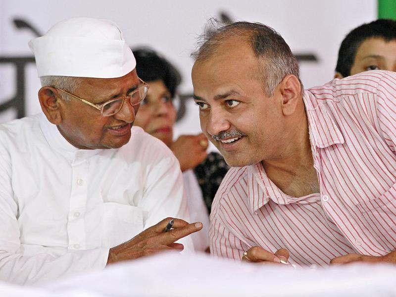 Social activist Anna Hazare with Manish Soshdia during the four day of Team Anna's agitation against corruption at Jantar Mantar in New Delhi. Photo by Raj K Raj/Hindustan Times