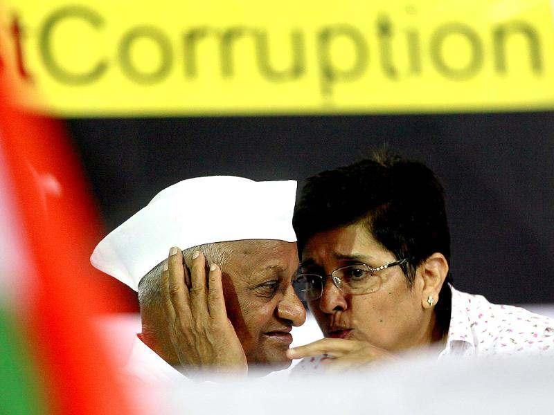 Social activist Anna Hazare with Kiran Bedi during the Four day of Team Anna's agitation against corruption at Jantar Mantar in New Delhi. Photo by Raj K Raj/Hindustan Times