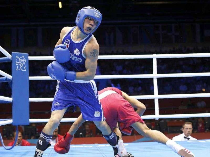 India's Shiva Thapa (R) fights against Mexico's Oscar Valdez Fierro in their Men's Bantam (56kg) Round of 32 Bout 6 boxing match at ExCeL venue during the London 2012 Olympic Games. Reuters/Murad Sezer