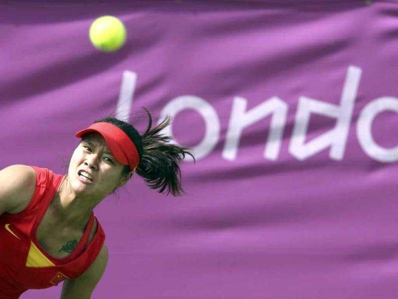 China's Li Na serves to Slovakia's Daniela Hantuchova in their women's singles tennis match at the All England Lawn Tennis Club during the London 2012 Olympic Games. Reuters/Sergio Moraes