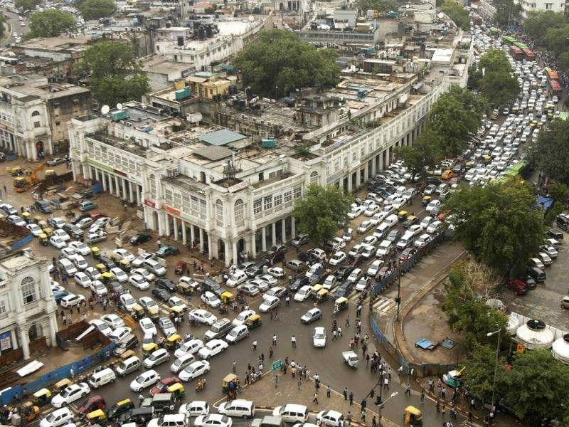 Streets are packed in heavy traffics following power outage and rains in the central part of New Delhi. (AP Photo)