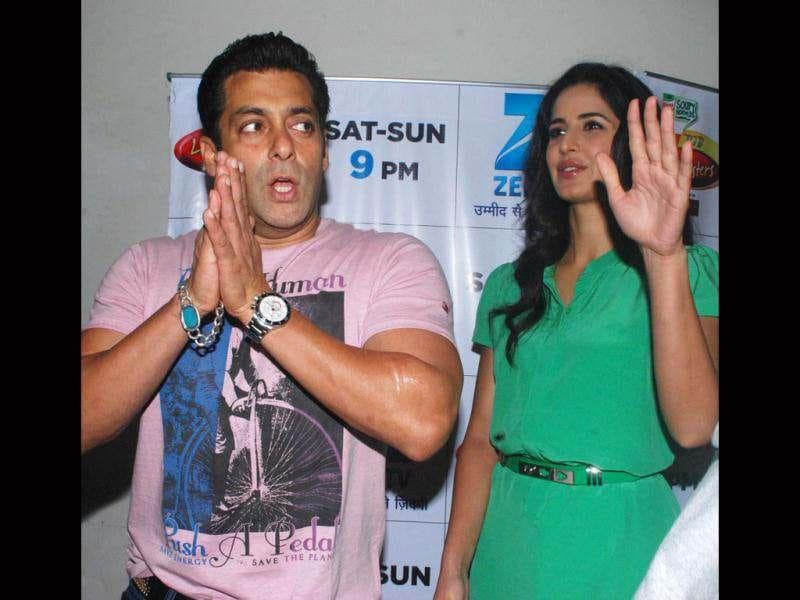 Salman Khan jokes with the media during the promotional event.