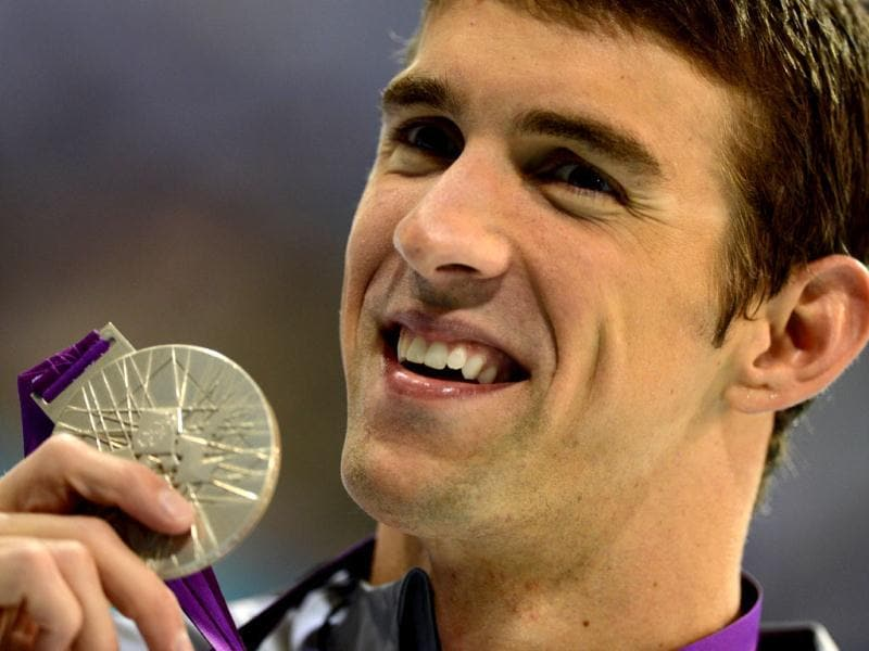 US swimmer Michael Phelps holds his silver medal on the podium of the men's 200m butterfly final during the swimming event at the London 2012 Olympic Games. AFP photo/Christophe Simon