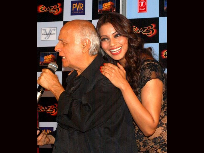Lean on me: Mahesh Bhatt speaking during Raaz 3 promotion and Bipasha Basu, can't help but flash an ear to ear smile at photogs. (AFP Photo)