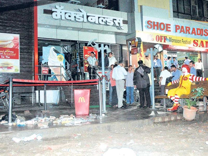 The scene outside McDonald's at Jungli Maharaj Road in Pune after the blast. HT