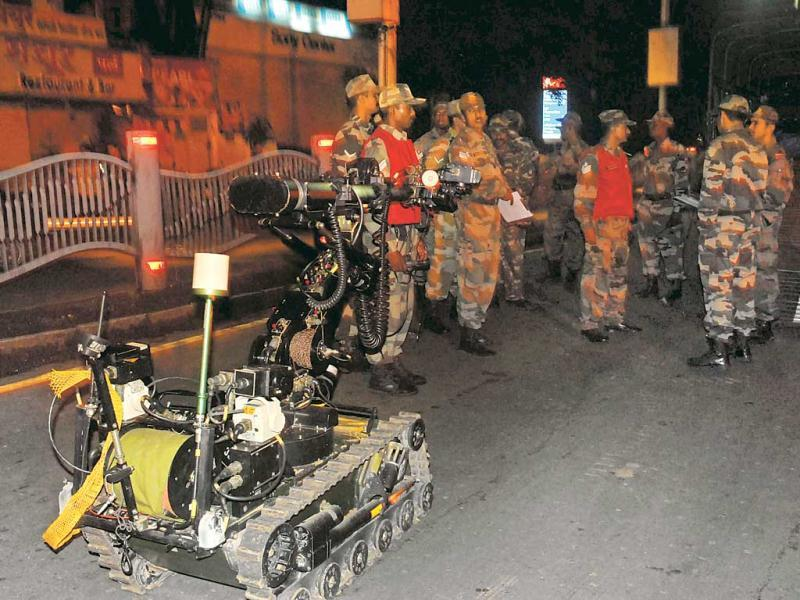 Following the blasts, the police brought bomb detectors to JM Road to check for more explosives. HT