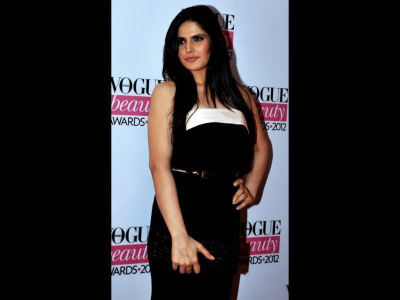 Black and white beauty! Zarine Khan poses for shutterbugs. (AFP)