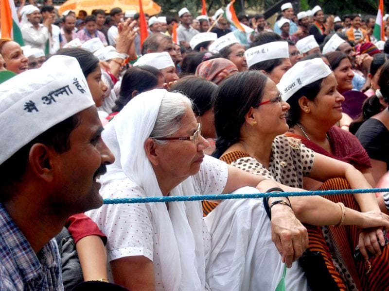 IAC supporters are seen listening to social activist Anna Hazare, at Jantar Mantar in New Delhi. UNI Photo
