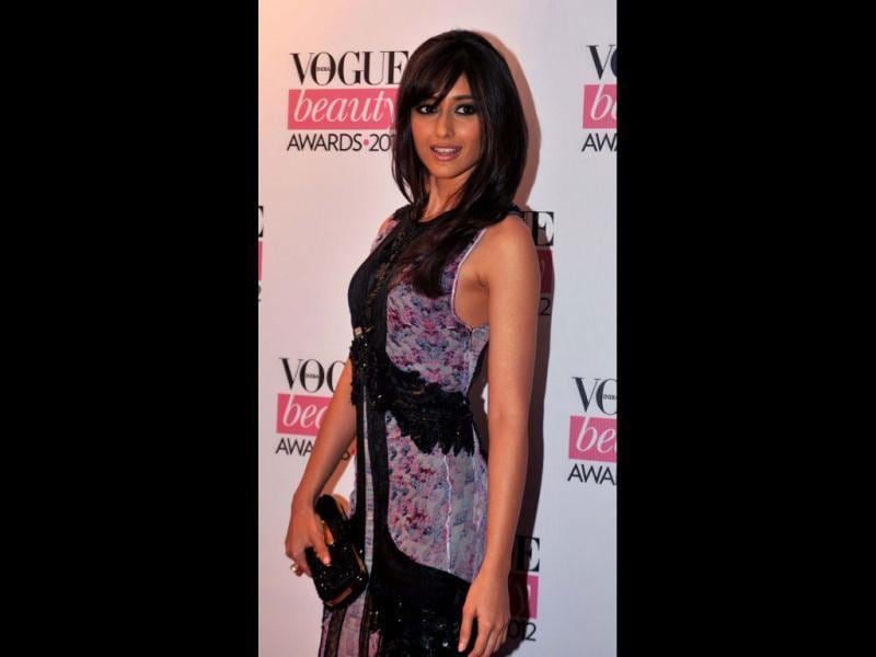 Barfi! star Ileana D'Cruz kept it sweet 'n' simple as she posed at the Vogue beauty Awards 2012.