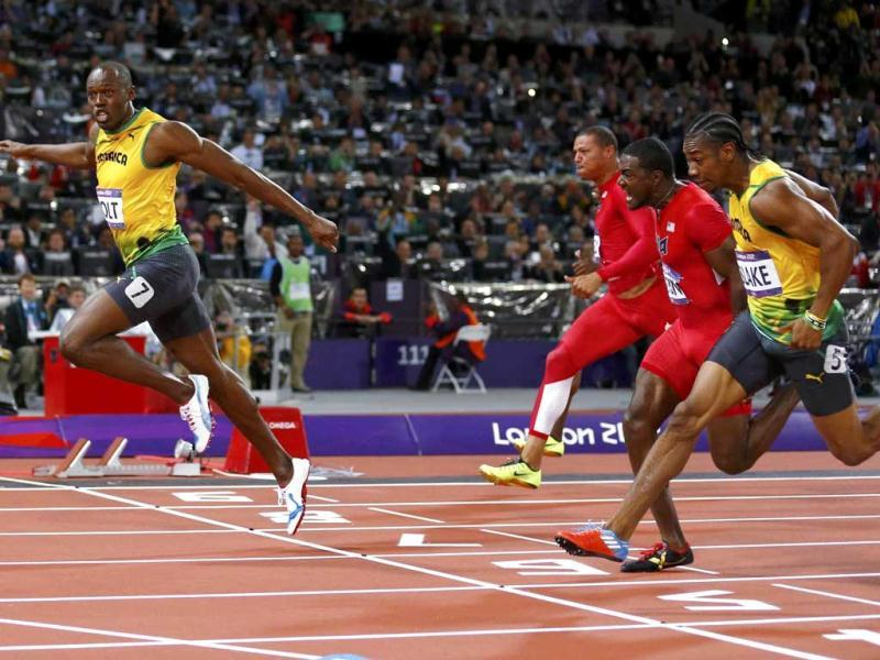 Jamaica's Usain Bolt crosses the finish line ahead of Ryan Bailey of the US (2nd L), Justin Gatlin of the US (2nd R) and Jamaica's Yohan Blake (R) to win the men's 100m final during the London 2012 Olympic Games at the Olympic Stadium. (Reuters/UNI)